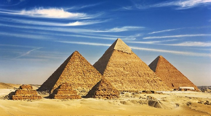 7-wonders-of-the-modern-world-giza-pyramids-ss96622405-vi-770x4251-770x425.jpg